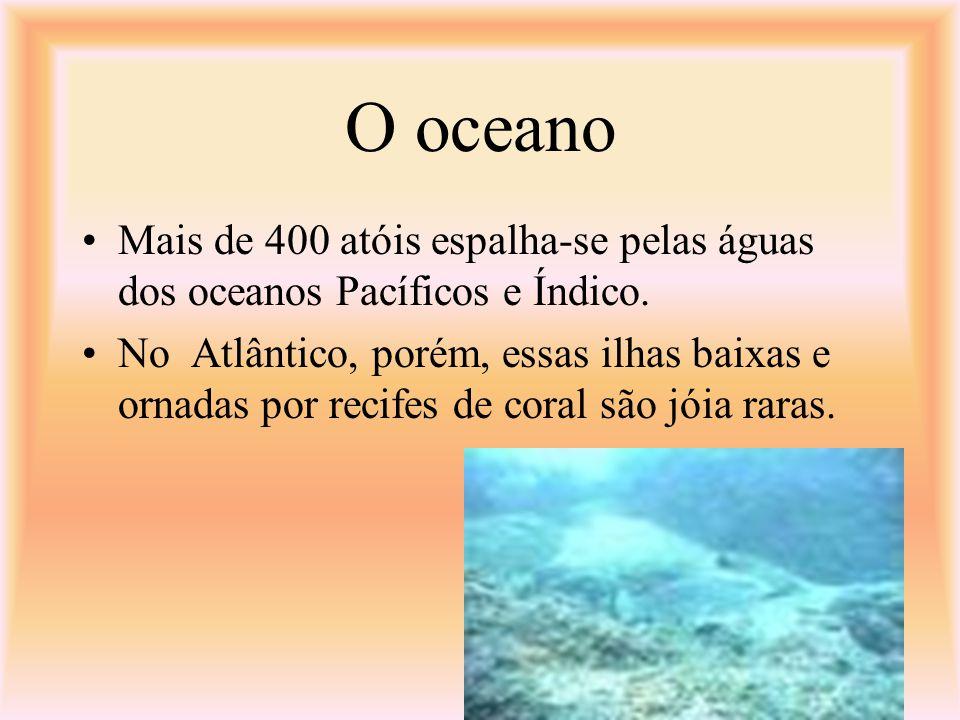 O oceano Mais de 400 atóis espalha-se pelas águas dos oceanos Pacíficos e Índico.