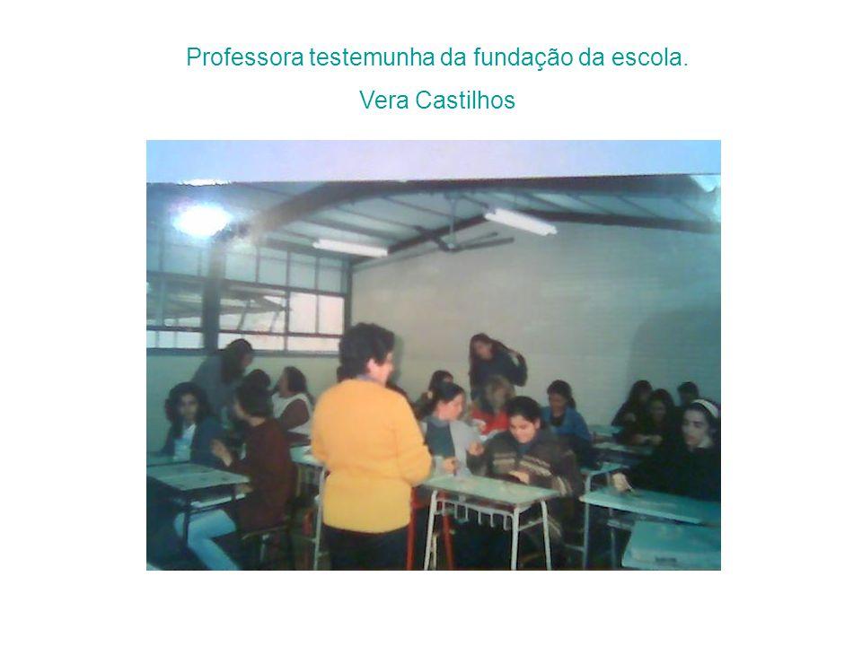 Professora testemunha da fundação da escola.