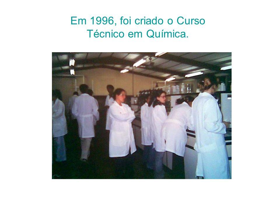 Em 1996, foi criado o Curso Técnico em Química.