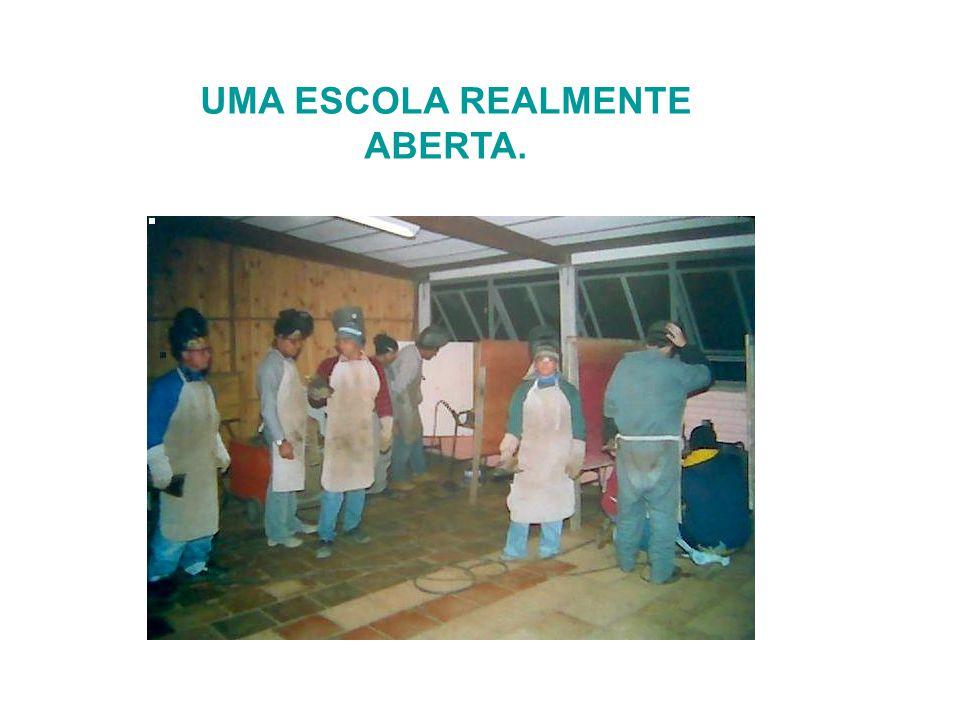 UMA ESCOLA REALMENTE ABERTA.