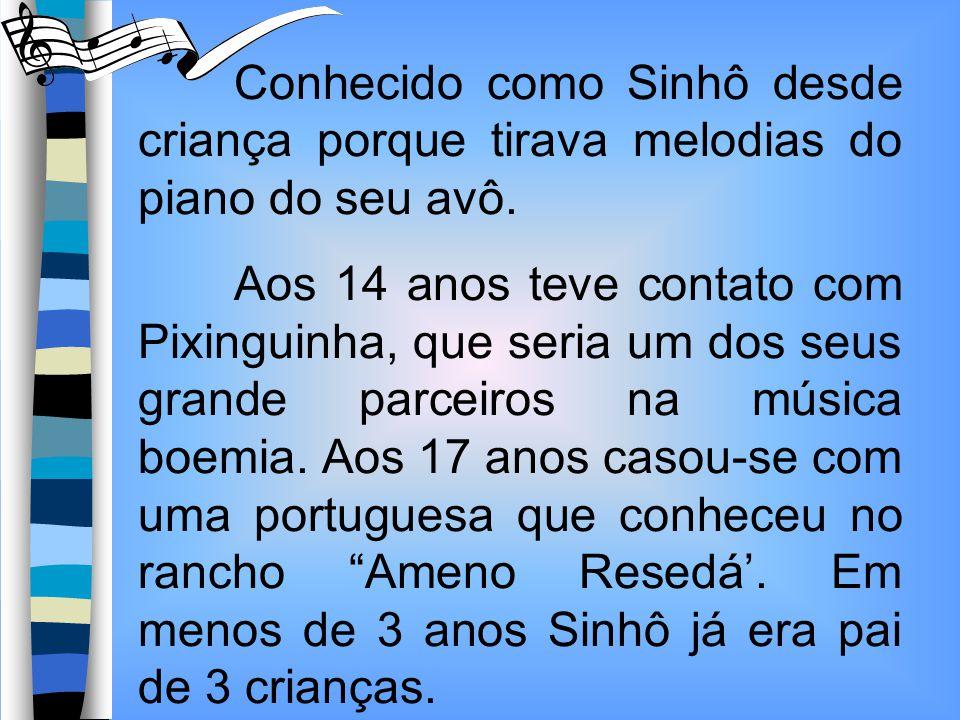 Conhecido como Sinhô desde criança porque tirava melodias do piano do seu avô.