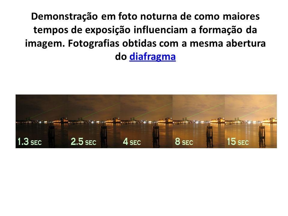 Demonstração em foto noturna de como maiores tempos de exposição influenciam a formação da imagem.