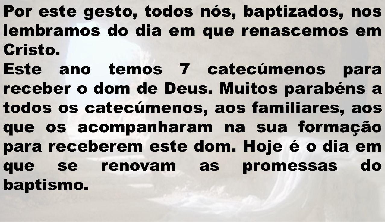 Por este gesto, todos nós, baptizados, nos lembramos do dia em que renascemos em Cristo.