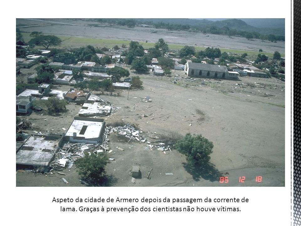 Aspeto da cidade de Armero depois da passagem da corrente de lama