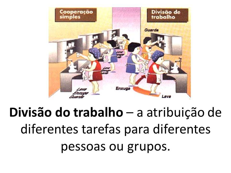 Divisão do trabalho – a atribuição de diferentes tarefas para diferentes pessoas ou grupos.