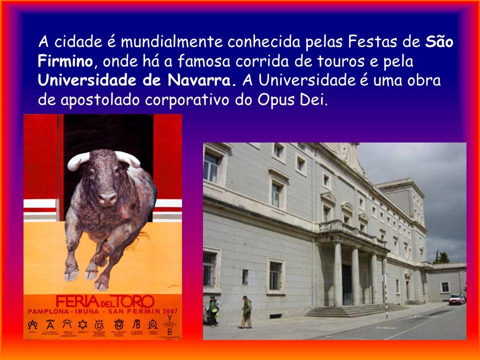 A cidade é mundialmente conhecida pelas Festas de São Firmino, onde há a famosa corrida de touros e pela Universidade de Navarra.