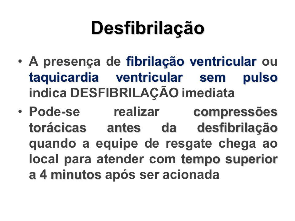 Desfibrilação A presença de fibrilação ventricular ou taquicardia ventricular sem pulso indica DESFIBRILAÇÃO imediata.