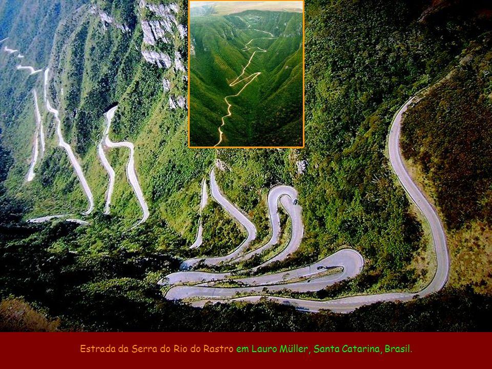 Estrada da Serra do Rio do Rastro em Lauro Müller, Santa Catarina, Brasil.