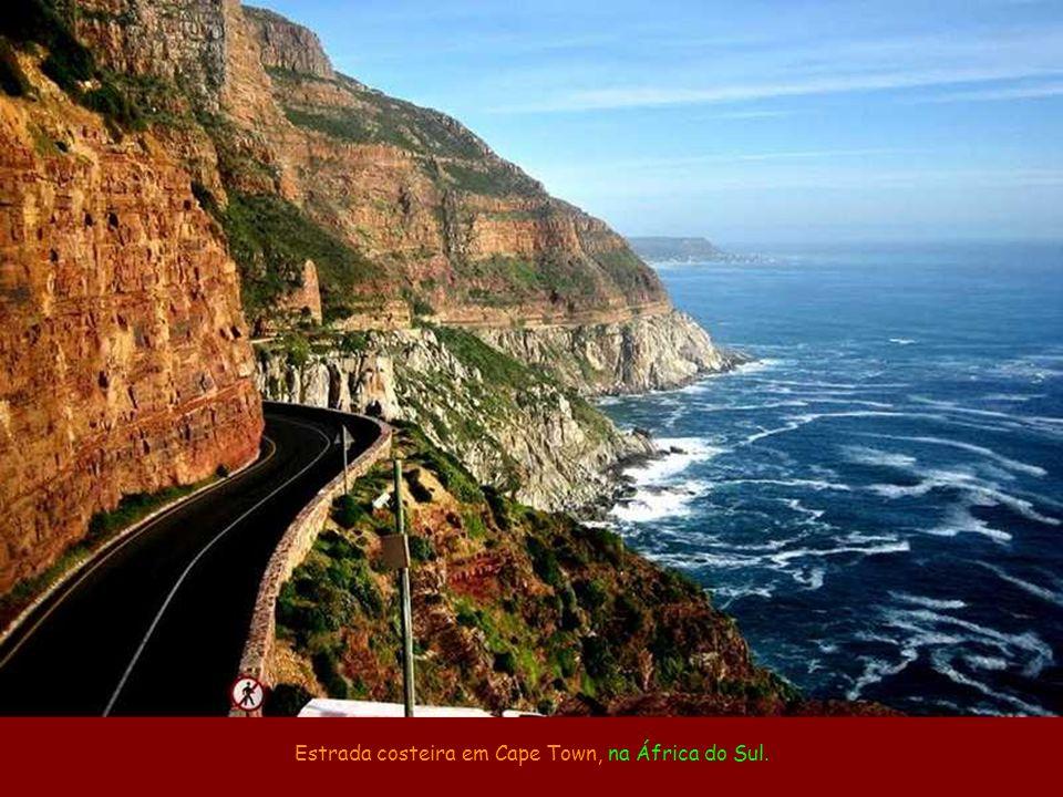 Estrada costeira em Cape Town, na África do Sul.