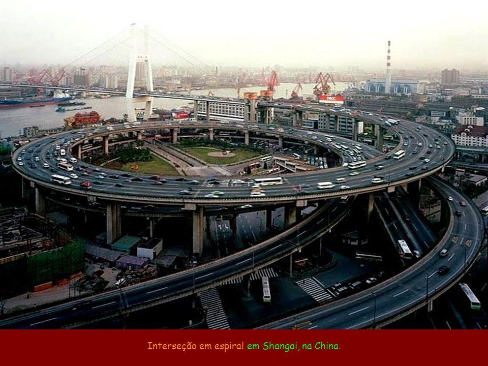 Interseção em espiral em Shangai, na China.