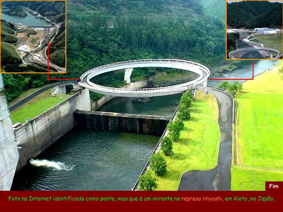 Fim Foto na Internet identificada como ponte, mas que é um mirante na represa Hiyoshi, em Kioto, no Japão.