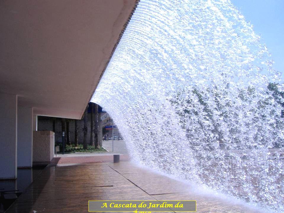 A Cascata do Jardim da Água.