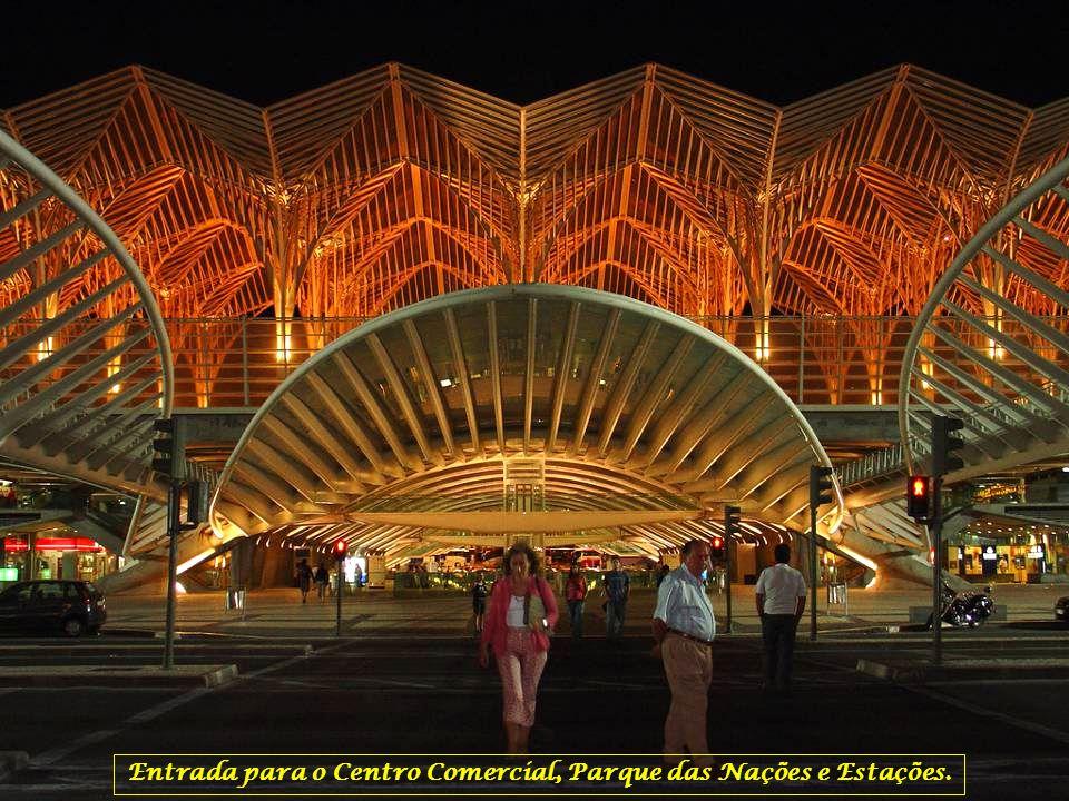 Entrada para o Centro Comercial, Parque das Nações e Estações.