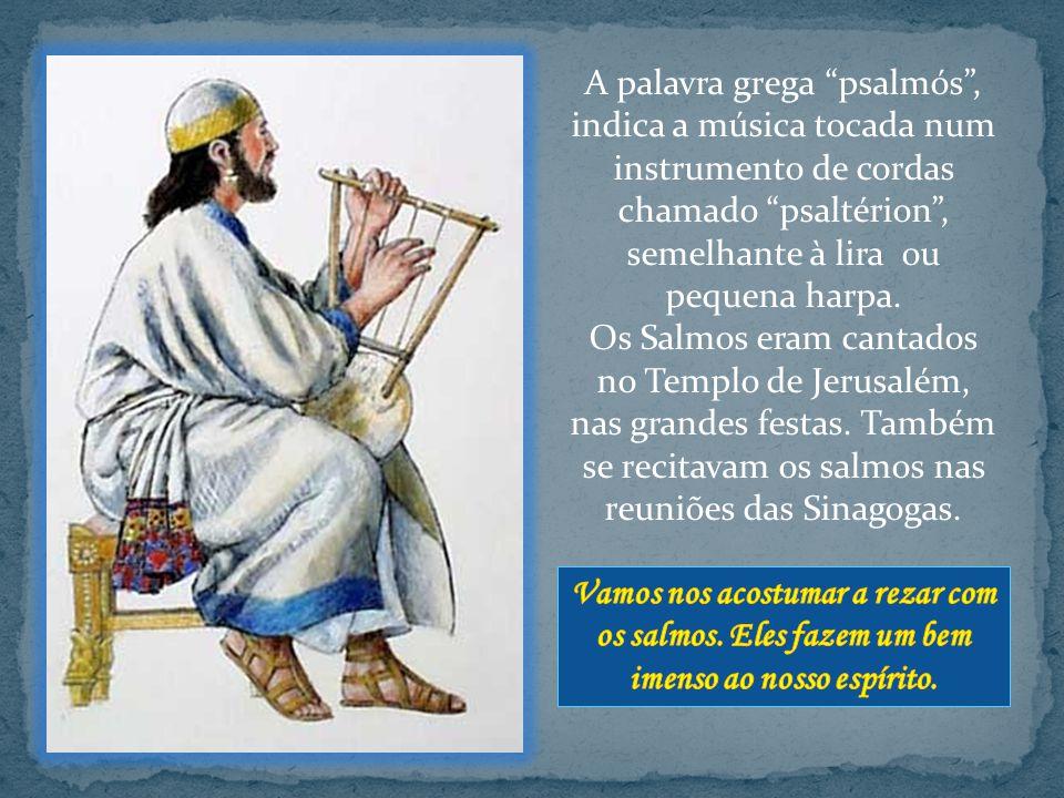 A palavra grega psalmós , indica a música tocada num instrumento de cordas chamado psaltérion , semelhante à lira ou pequena harpa.