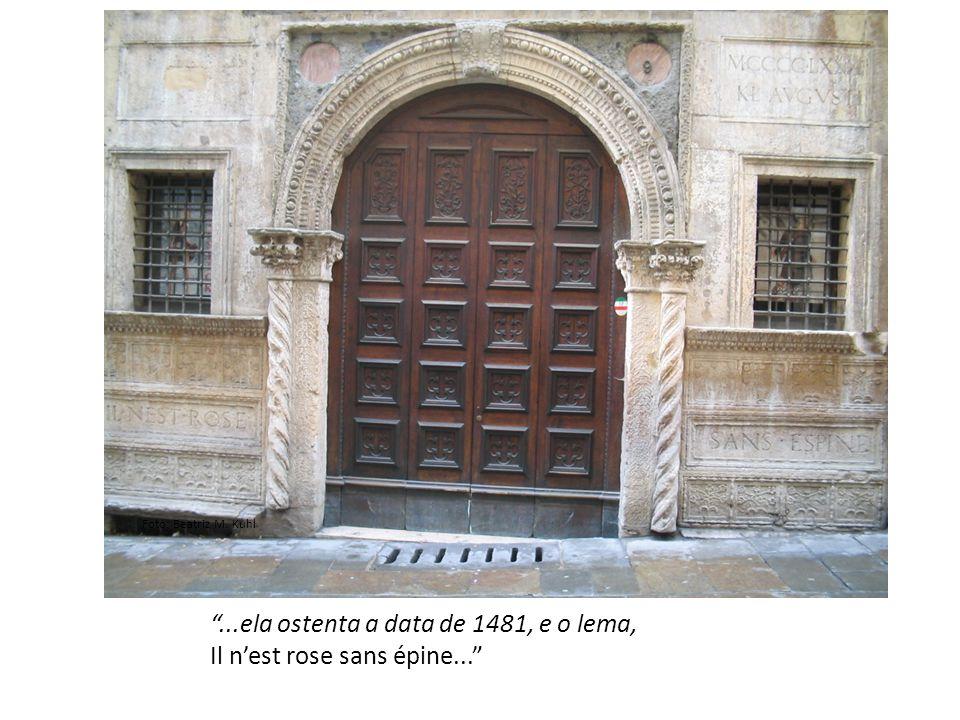 ...ela ostenta a data de 1481, e o lema, Il n'est rose sans épine...
