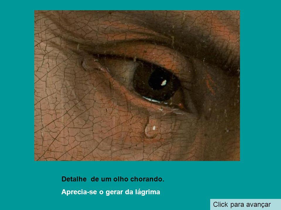 Detalhe de um olho chorando.