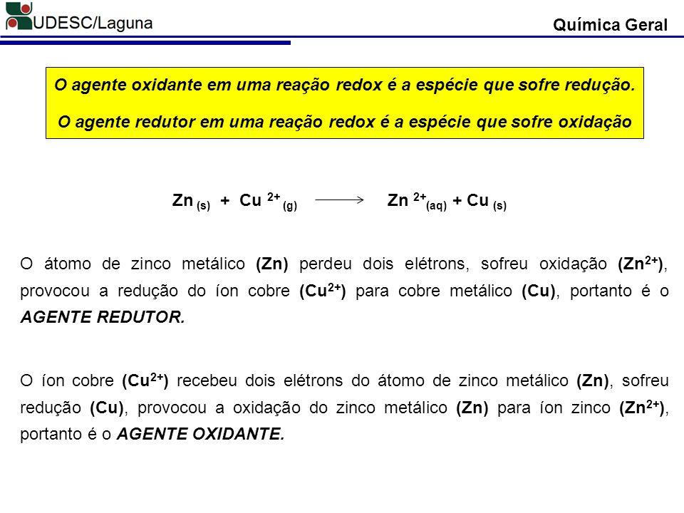 O agente oxidante em uma reação redox é a espécie que sofre redução.