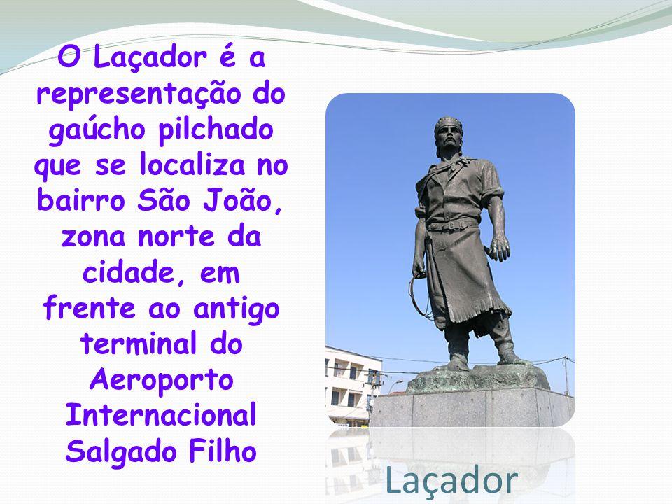 O Laçador é a representação do gaúcho pilchado que se localiza no bairro São João, zona norte da cidade, em frente ao antigo terminal do Aeroporto Internacional Salgado Filho