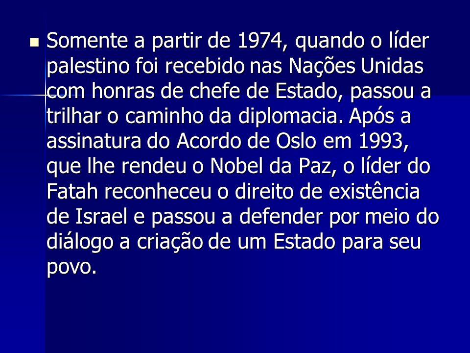 Somente a partir de 1974, quando o líder palestino foi recebido nas Nações Unidas com honras de chefe de Estado, passou a trilhar o caminho da diplomacia.