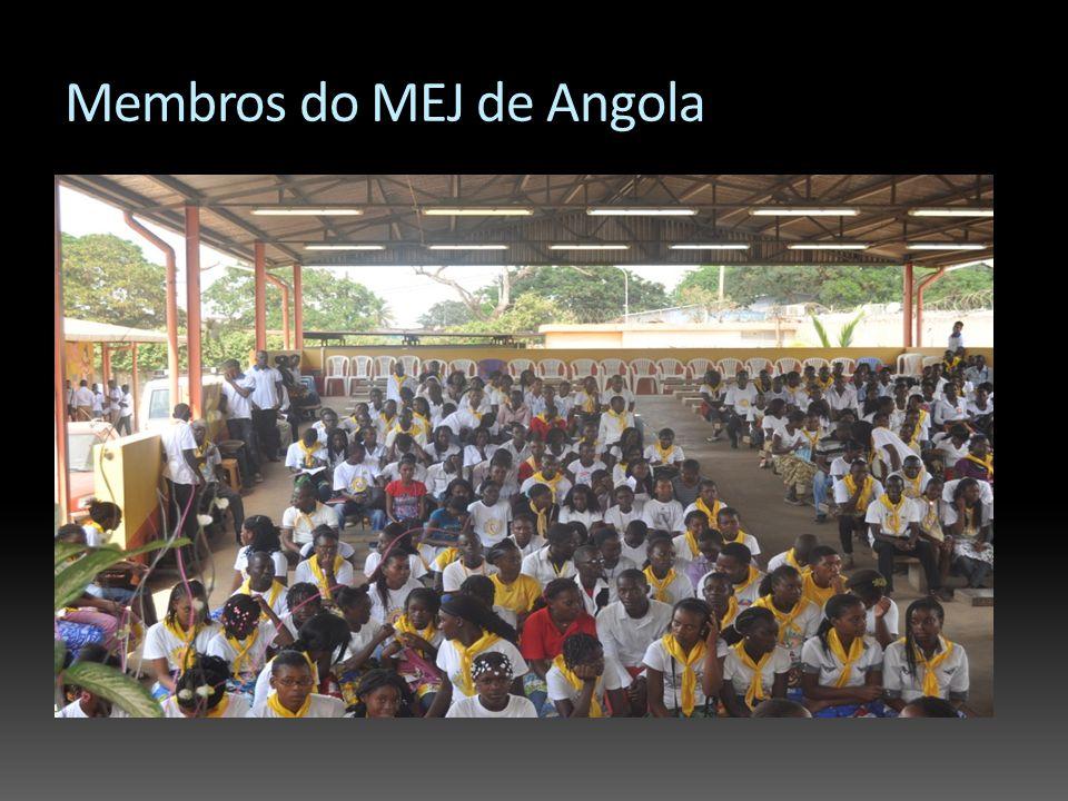 Membros do MEJ de Angola