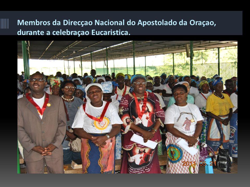 Membros da Direcçao Nacional do Apostolado da Oraçao, durante a celebraçao Eucaristica.