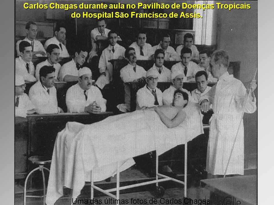 Carlos Chagas durante aula no Pavilhão de Doenças Tropicais do Hospital São Francisco de Assis.