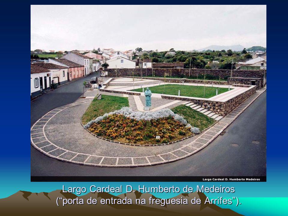 Largo Cardeal D. Humberto de Medeiros ( porta de entrada na freguesia de Arrifes ).