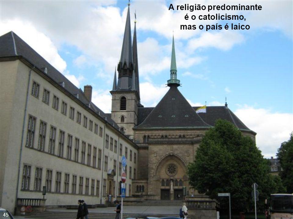 A religião predominante é o catolicismo, mas o país é laico