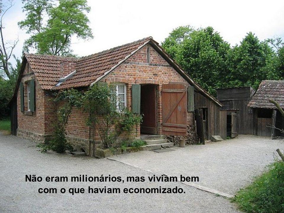 Não eram milionários, mas viviam bem com o que haviam economizado.