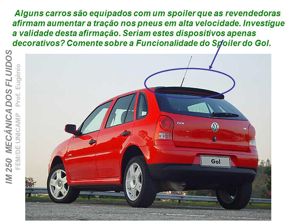 Alguns carros são equipados com um spoiler que as revendedoras afirmam aumentar a tração nos pneus em alta velocidade.