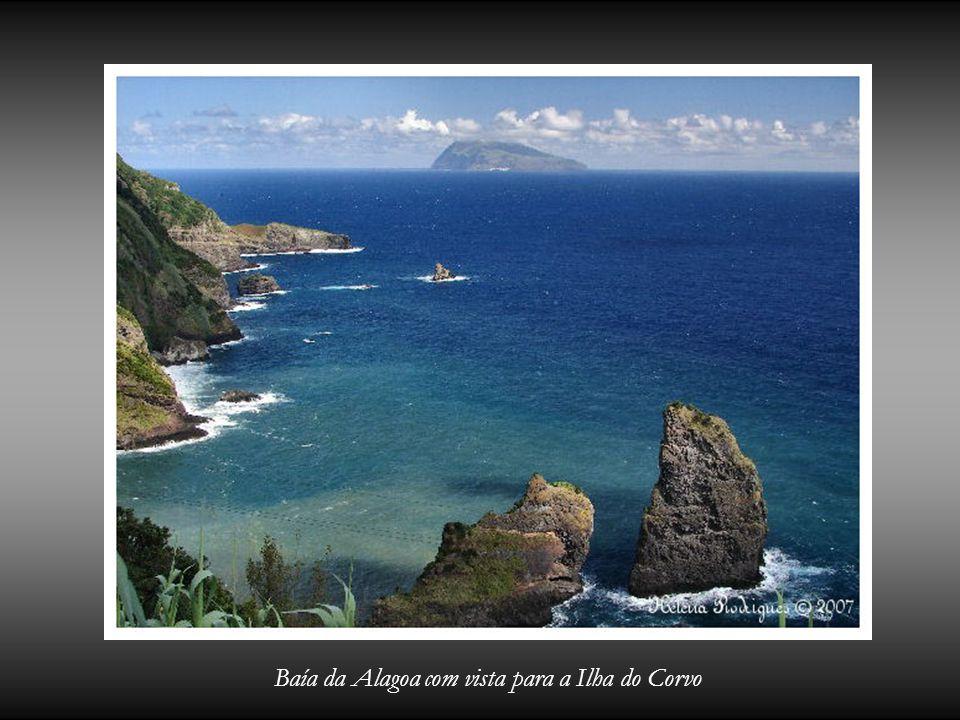 Baía da Alagoa com vista para a Ilha do Corvo