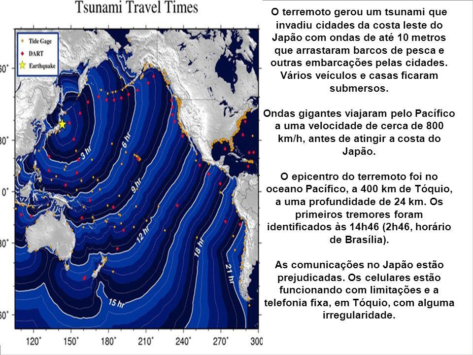 O terremoto gerou um tsunami que invadiu cidades da costa leste do Japão com ondas de até 10 metros que arrastaram barcos de pesca e outras embarcações pelas cidades. Vários veículos e casas ficaram submersos.
