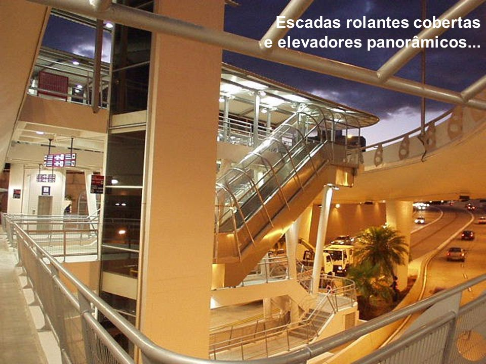 Escadas rolantes cobertas