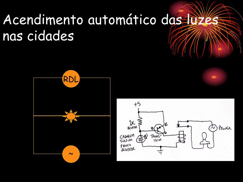 Acendimento automático das luzes nas cidades