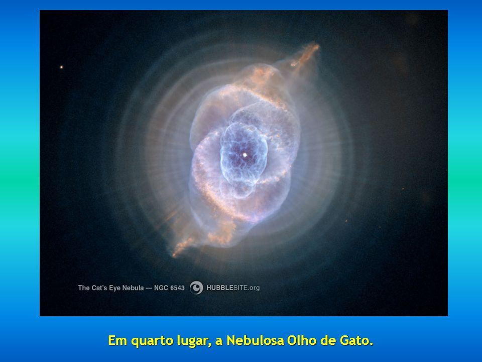 Em quarto lugar, a Nebulosa Olho de Gato.
