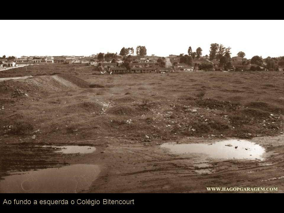 Ao fundo a esquerda o Colégio Bitencourt