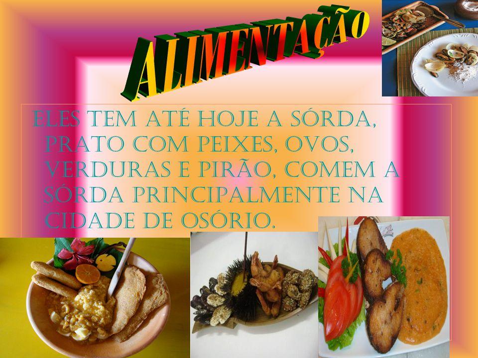 ALIMENTAÇÃO Eles tem até hoje a Sórda, prato com peixes, ovos, verduras e pirão, comem a Sórda principalmente na cidade de Osório.