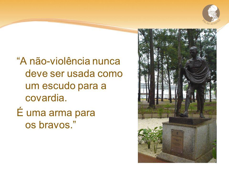 A não-violência nunca deve ser usada como um escudo para a covardia.