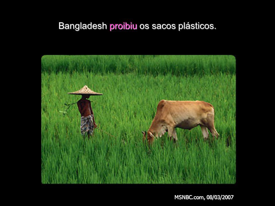 Bangladesh proibiu os sacos plásticos.