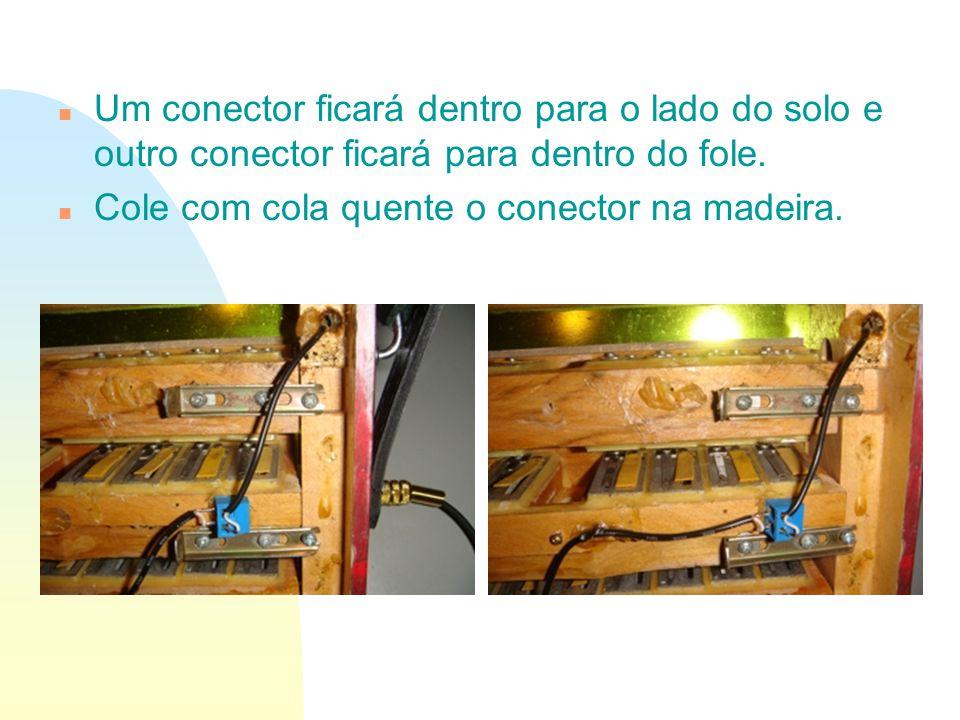Um conector ficará dentro para o lado do solo e outro conector ficará para dentro do fole.