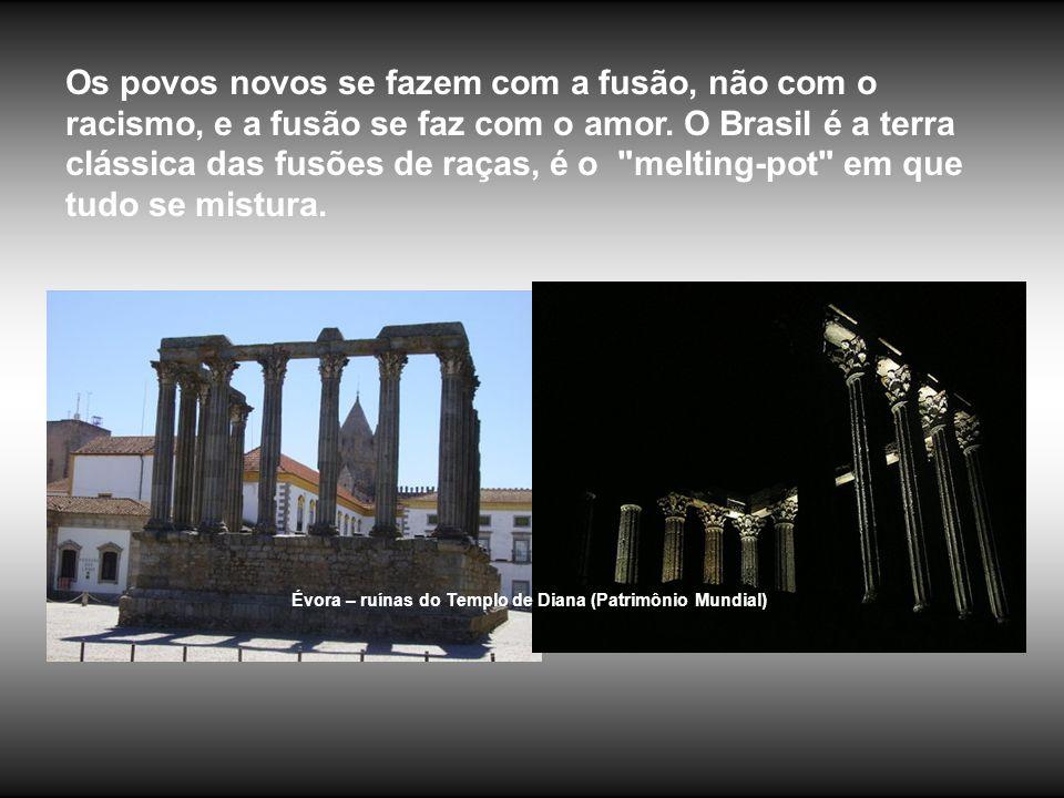 Os povos novos se fazem com a fusão, não com o racismo, e a fusão se faz com o amor. O Brasil é a terra clássica das fusões de raças, é o melting-pot em que tudo se mistura.