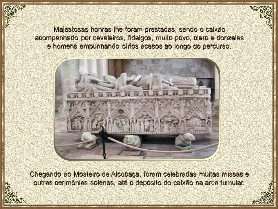 Majestosas honras lhe foram prestadas, sendo o caixão acompanhado por cavaleiros, fidalgos, muito povo, clero e donzelas e homens empunhando círios acesos ao longo do percurso.