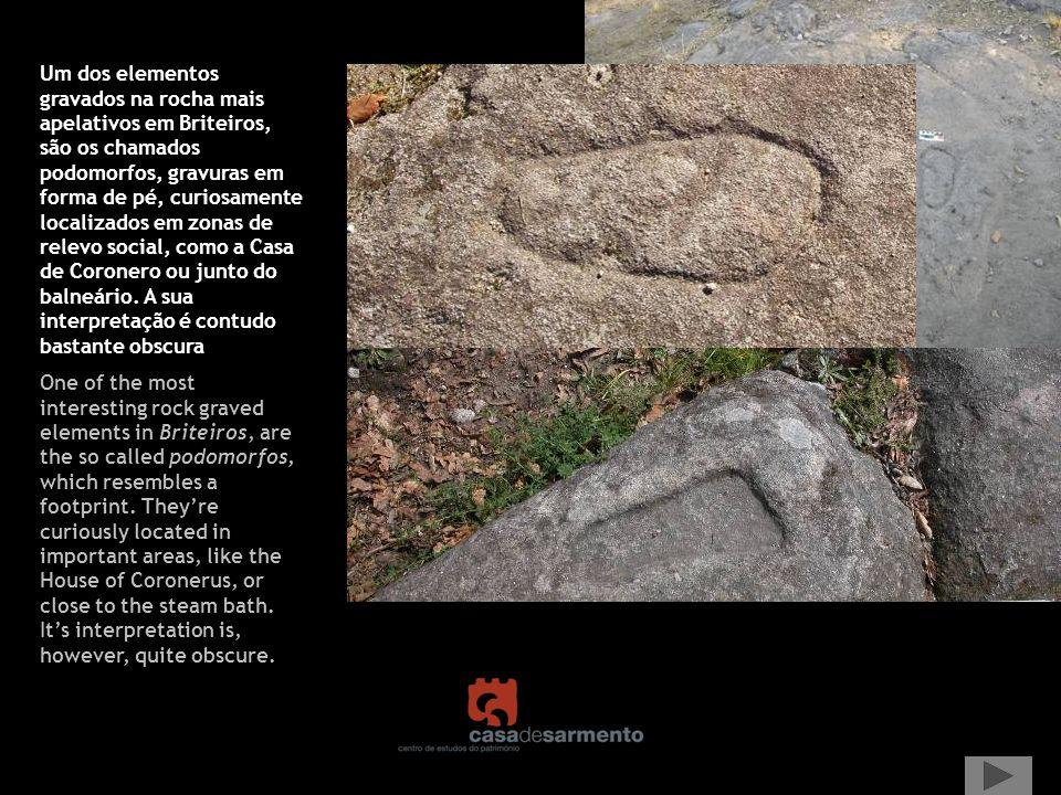 Um dos elementos gravados na rocha mais apelativos em Briteiros, são os chamados podomorfos, gravuras em forma de pé, curiosamente localizados em zonas de relevo social, como a Casa de Coronero ou junto do balneário. A sua interpretação é contudo bastante obscura