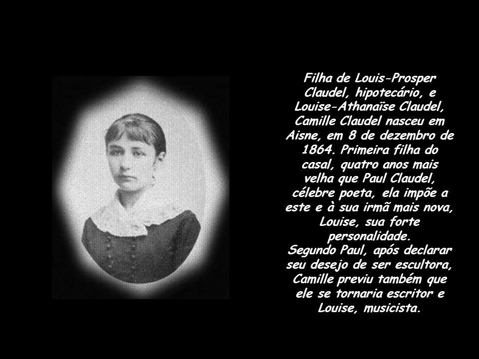 Filha de Louis-Prosper Claudel, hipotecário, e Louise-Athanaïse Claudel, Camille Claudel nasceu em Aisne, em 8 de dezembro de 1864. Primeira filha do casal, quatro anos mais velha que Paul Claudel, célebre poeta, ela impõe a este e à sua irmã mais nova, Louise, sua forte personalidade.