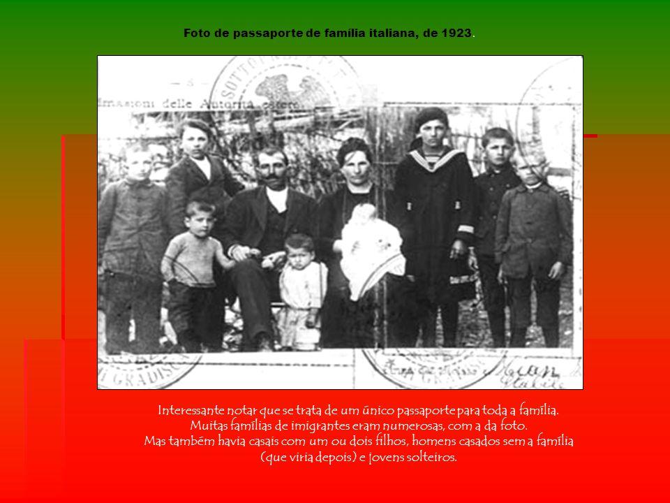 Muitas famílias de imigrantes eram numerosas, com a da foto.