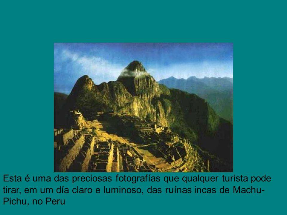Esta é uma das preciosas fotografías que qualquer turista pode tirar, em um día claro e luminoso, das ruínas incas de Machu-Pichu, no Peru