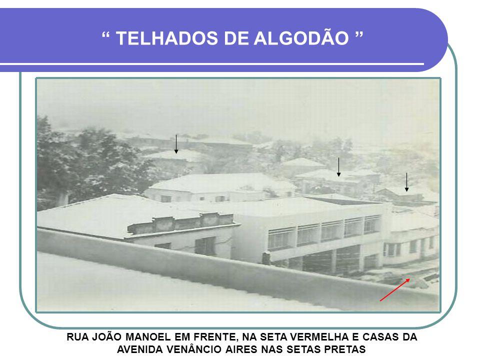 TELHADOS DE ALGODÃO RUA JOÃO MANOEL EM FRENTE, NA SETA VERMELHA E CASAS DA AVENIDA VENÂNCIO AIRES NAS SETAS PRETAS.