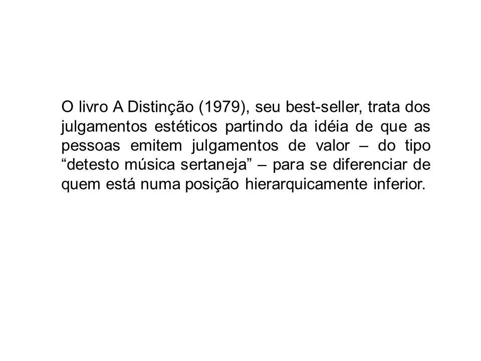 O livro A Distinção (1979), seu best-seller, trata dos julgamentos estéticos partindo da idéia de que as pessoas emitem julgamentos de valor – do tipo detesto música sertaneja – para se diferenciar de quem está numa posição hierarquicamente inferior.