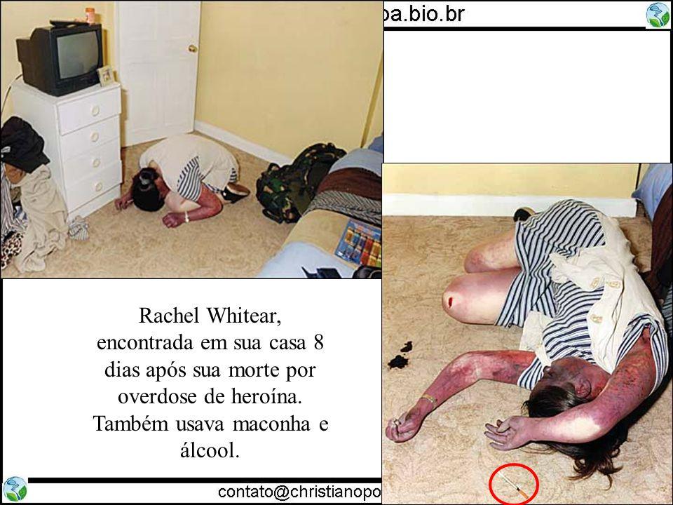 Rachel Whitear, encontrada em sua casa 8 dias após sua morte por overdose de heroína.
