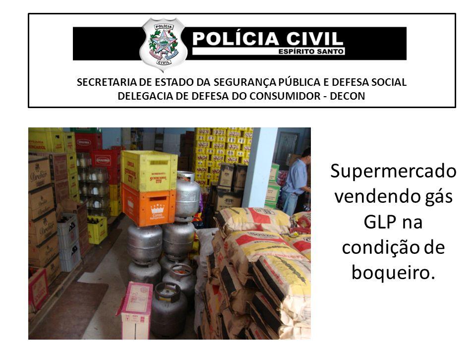 Supermercado vendendo gás GLP na condição de boqueiro.